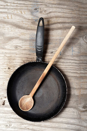 Remove rust from a cast iron pan