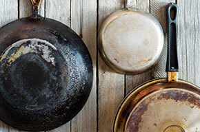 Cleaning cast iron or aluminum pans with vinegar